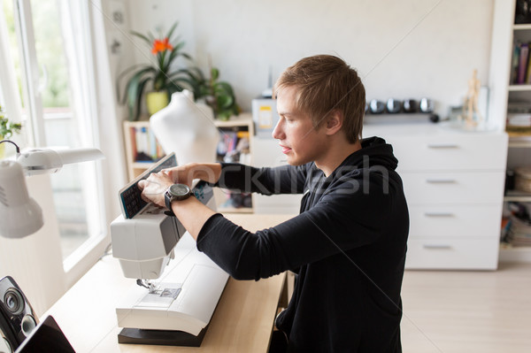 Moda projektant maszyny do szycia studio ludzi odzież Zdjęcia stock © dolgachov