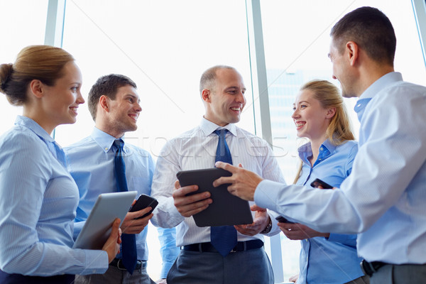 Oameni de afaceri calculator birou de oameni tehnologie corporativ Imagine de stoc © dolgachov