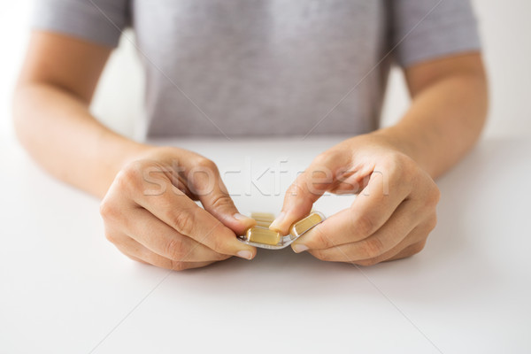 女性 手 開設 パック 薬 カプセル ストックフォト © dolgachov