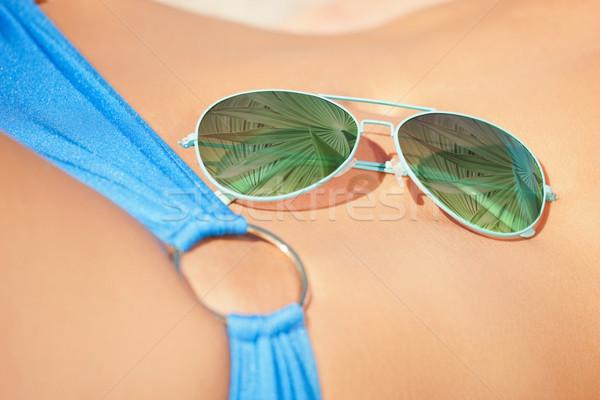 Zonnebril leggen vrouw lichaam vakantie strand Stockfoto © dolgachov