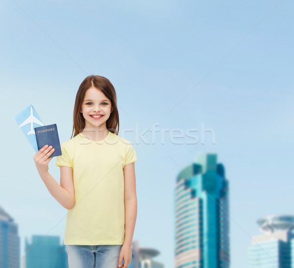 улыбаясь девочку билета паспорта путешествия праздник Сток-фото © dolgachov