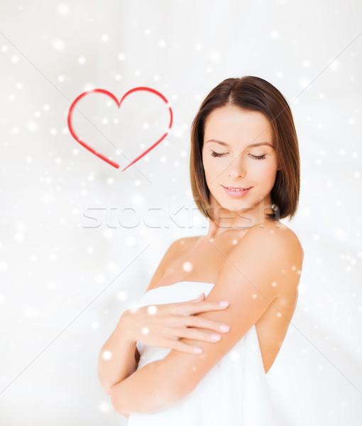 Mooie vrouw permanente handdoek mensen meisje Stockfoto © dolgachov