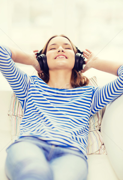 Uśmiechnięty młoda dziewczyna słuchawki domu technologii muzyki Zdjęcia stock © dolgachov