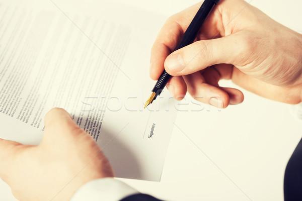 Férfi szerződés kép kezek aláírás véletlenszerű Stock fotó © dolgachov