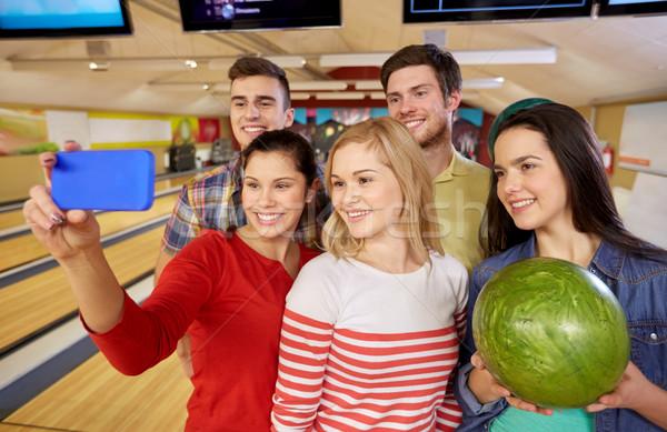 Zdjęcia stock: Szczęśliwy · znajomych · smartphone · bowling · klub · ludzi