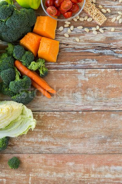 Stok fotoğraf: Olgun · sebze · ahşap · masa · sağlıklı · beslenme · vejetaryen · yemek