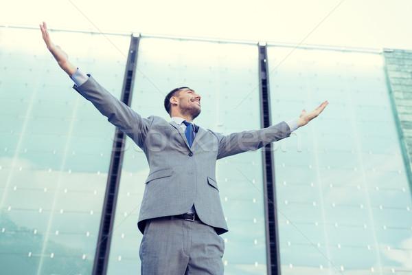 Jovem sorridente empresário prédio comercial pessoas de negócios educação Foto stock © dolgachov