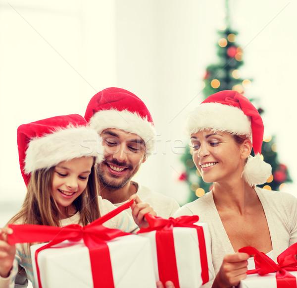 Szczęśliwą rodzinę Święty mikołaj pomocnik rodziny Zdjęcia stock © dolgachov