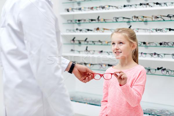 óptico gafas nina óptica tienda Foto stock © dolgachov