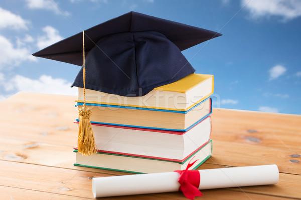 Foto stock: Libros · diploma · educación · escuela · graduación