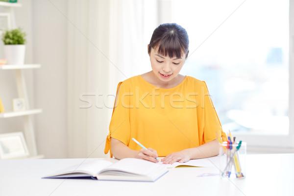 Glücklich asian Studenten Lernen home Stock foto © dolgachov