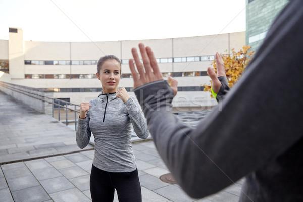 Kobieta trener samoobrona strajk fitness Zdjęcia stock © dolgachov