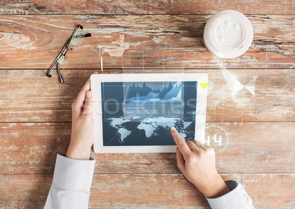 Közelkép kezek táblagép virtuális grafikon üzletemberek Stock fotó © dolgachov