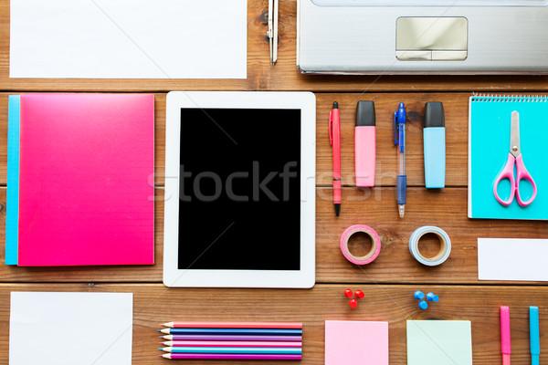 Stock fotó: Közelkép · tanszerek · táblagép · oktatás · művészet · kreativitás