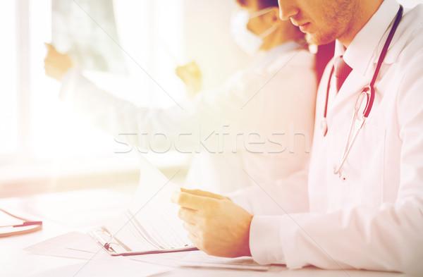 Kettő orvosok néz röntgen egészségügy orvosi Stock fotó © dolgachov