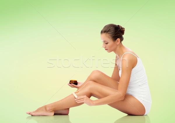 Gyönyörű nő jelentkezik viasz láb szépség haj Stock fotó © dolgachov