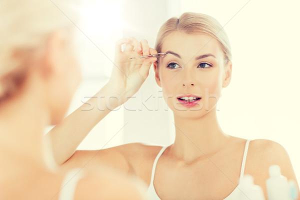 ストックフォト: 女性 · 眉 · バス · 美 · 人 · 笑みを浮かべて