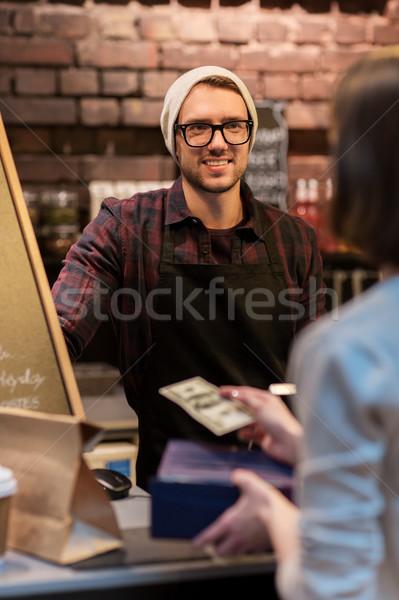 Heureux barman femme payer argent café Photo stock © dolgachov