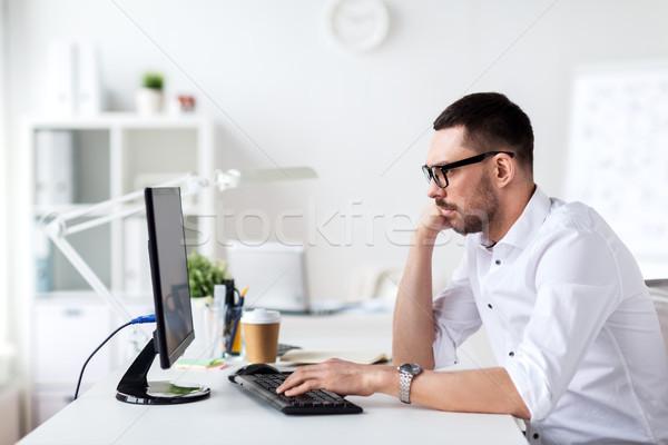 üzletember gépel számítógép billentyűzet iroda üzletemberek technológia Stock fotó © dolgachov