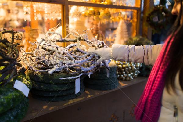Nő ág koszorú karácsony piac ünnepek Stock fotó © dolgachov
