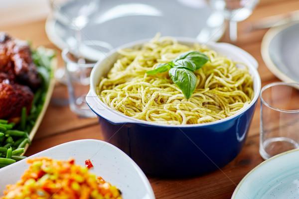 Pasta basilicum kom ander voedsel tabel Stockfoto © dolgachov