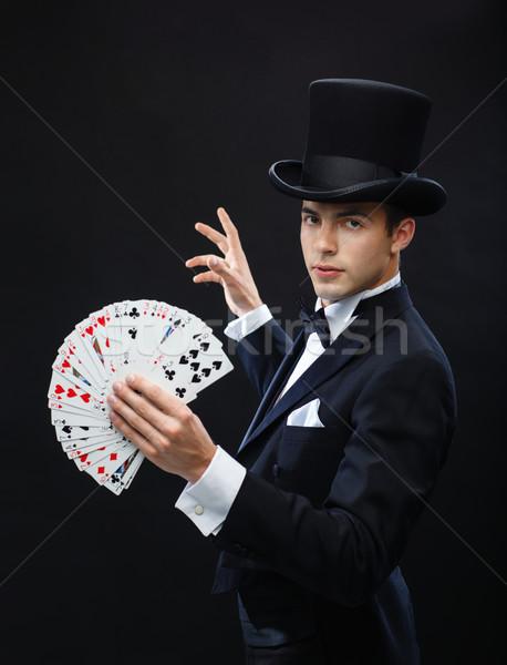 Bűvész mutat trükk kártyapakli mágikus előadás Stock fotó © dolgachov