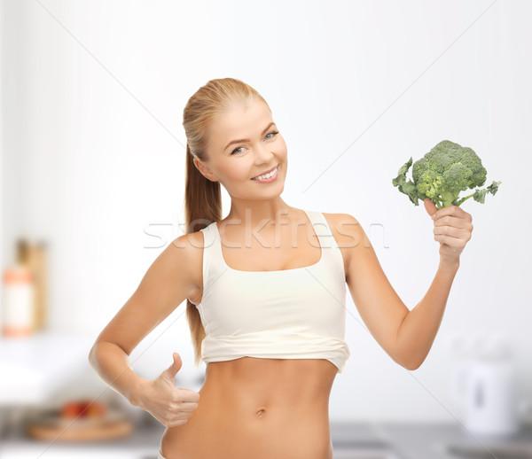 Nő mutat tart brokkoli egészség diéta Stock fotó © dolgachov