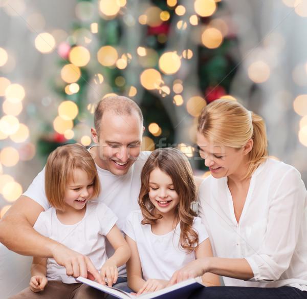 幸せな家族 図書 ホーム 家族 幼年 休日 ストックフォト © dolgachov
