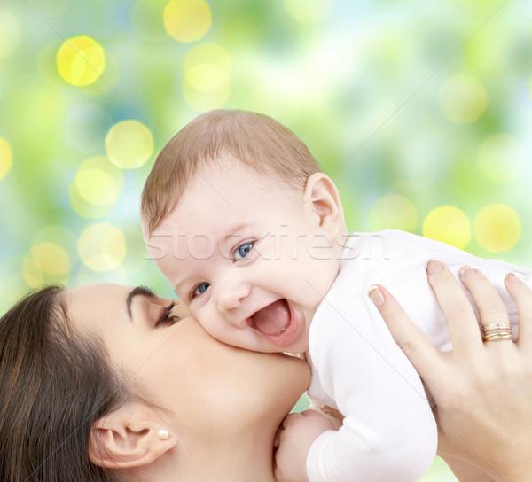 Mutlu anne bebek yeşil insanlar aile Stok fotoğraf © dolgachov