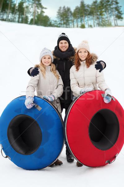 Grupy uśmiechnięty znajomych śniegu zimą Zdjęcia stock © dolgachov