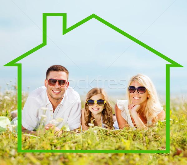 Foto stock: Família · feliz · óculos · de · sol · ao · ar · livre · casa · felicidade · imóveis