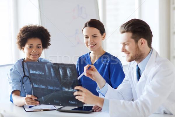 Stockfoto: Groep · gelukkig · artsen · bespreken · Xray · afbeelding