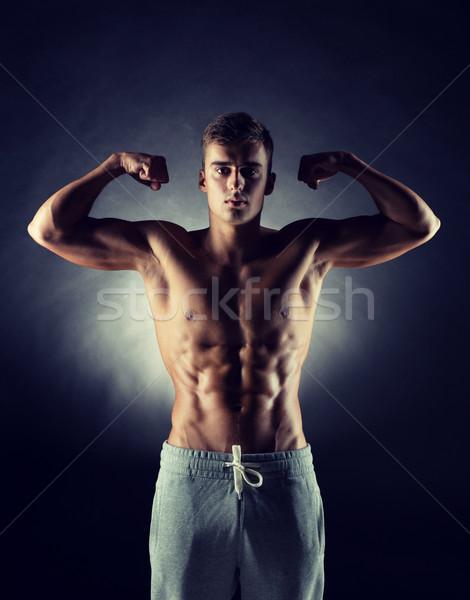 Stockfoto: Jonge · man · tonen · biceps · sport · bodybuilding · sterkte