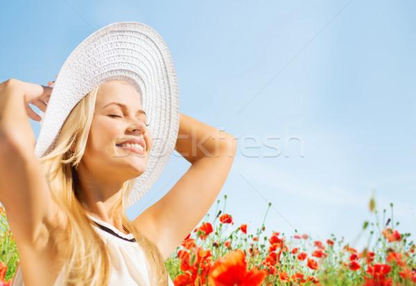 Сток-фото: улыбаясь · соломенной · шляпе · мак · области · счастье
