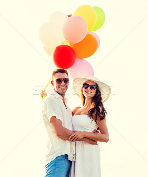Glimlachend paar lucht ballonnen buitenshuis liefde Stockfoto © dolgachov