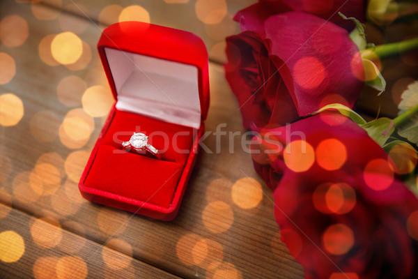 Diamant bague de fiançailles roses rouges amour proposition Photo stock © dolgachov