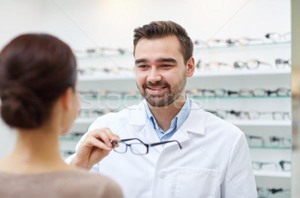 óptico gafas mujer óptica tienda Foto stock © dolgachov