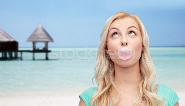 Boldog nő tinilány rág íny tengerpart Stock fotó © dolgachov