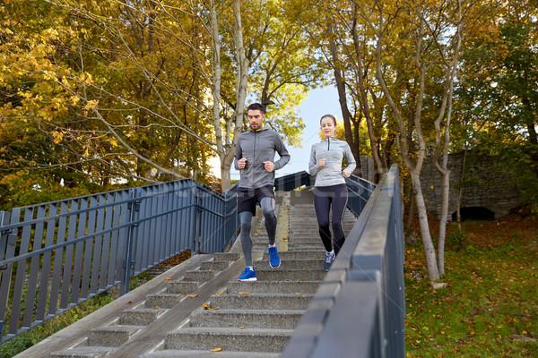 Heureux couple courir ville fitness sport Photo stock © dolgachov