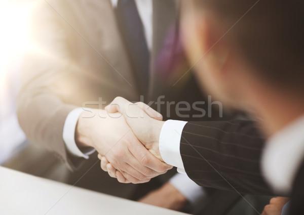 Dos empresarios apretón de manos oficina negocios manos Foto stock © dolgachov