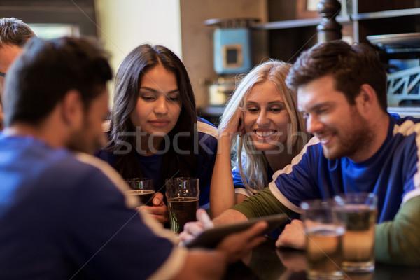 Futebol fãs amigos cerveja esportes bar Foto stock © dolgachov