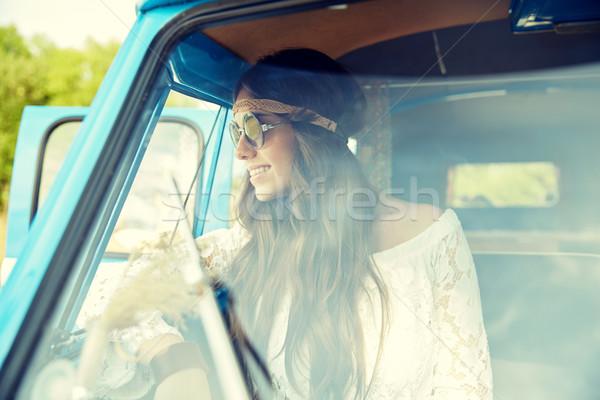 улыбаясь молодые хиппи женщину автомобилей Сток-фото © dolgachov