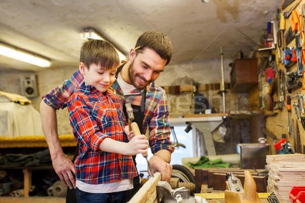 Vader zoon beitel werken workshop familie timmerwerk Stockfoto © dolgachov