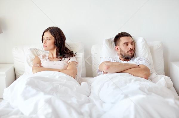 Boldogtalan pár konfliktus ágy otthon emberek Stock fotó © dolgachov