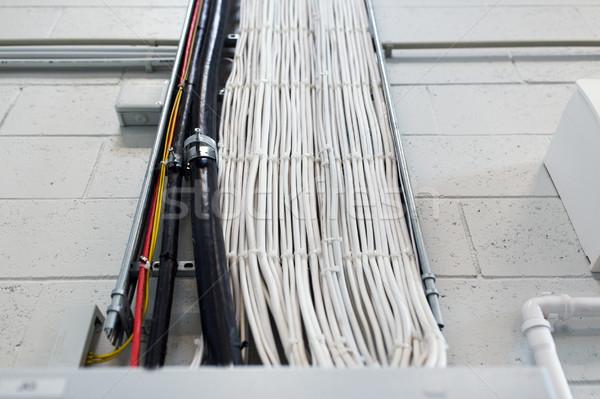 Grupo electricidad cables pared poder Foto stock © dolgachov