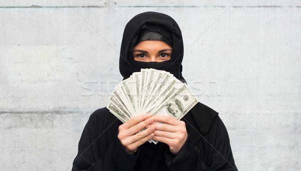 Müslüman kadın başörtüsü para beyaz Stok fotoğraf © dolgachov