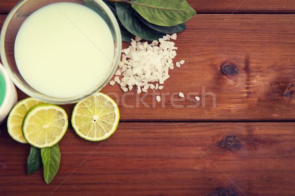 Agrios cuerpo loción tazón madera Foto stock © dolgachov