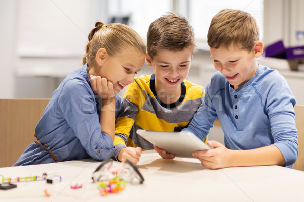Ragazzi programmazione robotica scuola istruzione Foto d'archivio © dolgachov