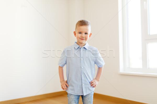 Glimlachend weinig jongen lege kamer nieuw huis jeugd Stockfoto © dolgachov