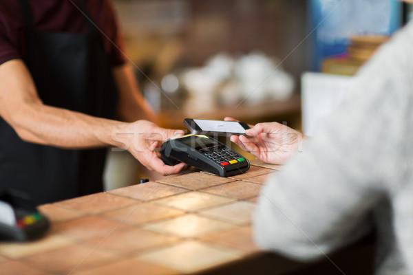 Mãos pagamento bar moderno tecnologia Foto stock © dolgachov